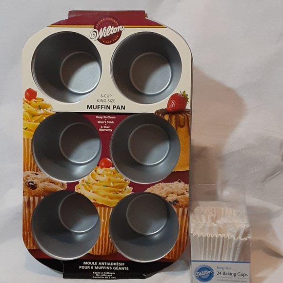 NWT Wilton 6-Cup King Size Muffin Pan and 24 Cups